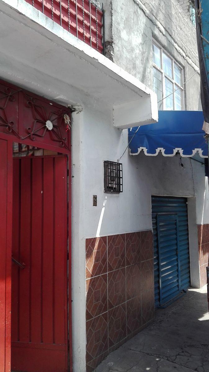 2 de 8: Casa con local comercial, actualmente rentado
