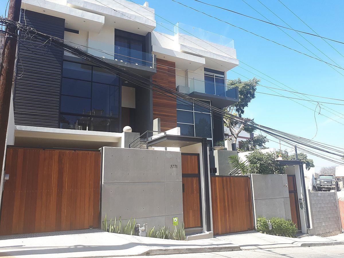 24 de 31: Fachada exterior frente de casa.