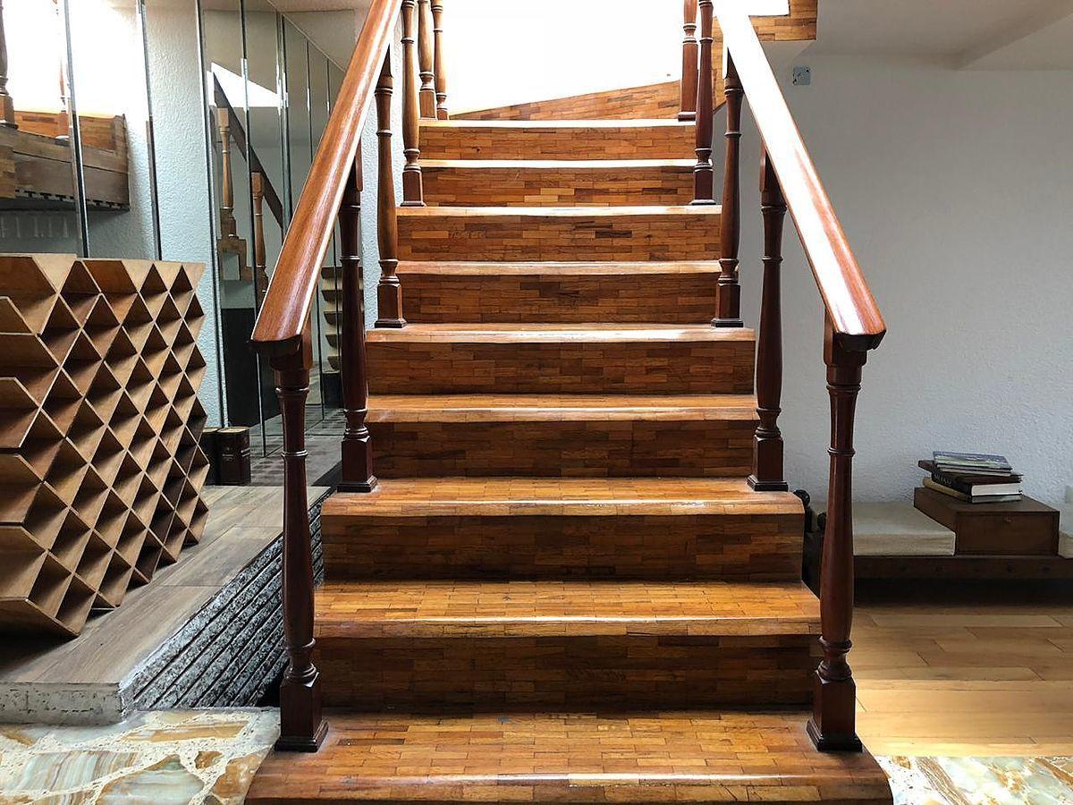2 de 5: Escaleras de acceso a segundo nivel