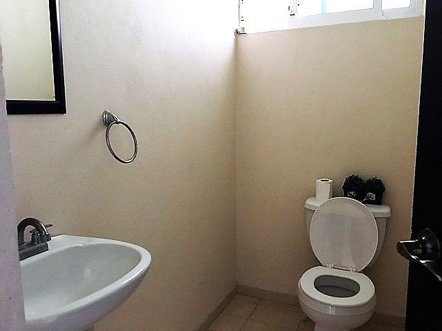 18 de 19: Medio baño salon de juegos