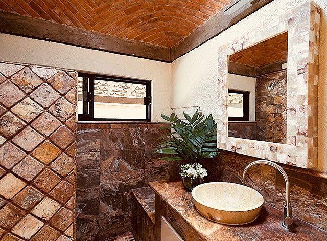 7 of 17: Finos detalles y acabados en baños