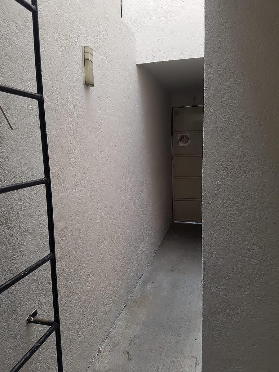 15 de 18: Patio y acceso de servicio