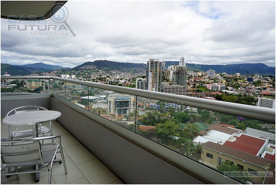 10 de 28: Amplio balcon con impresionante vista