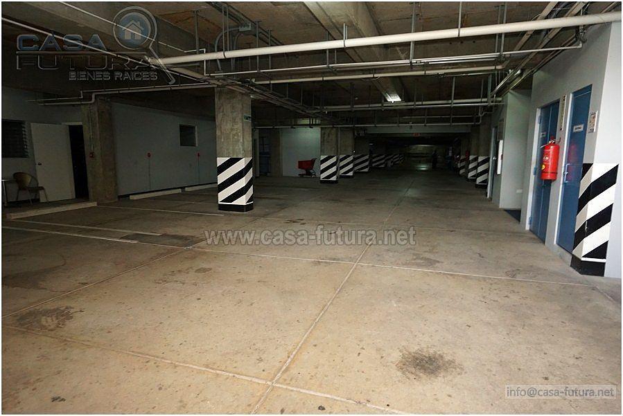 28 de 28: Estacionamiento techado