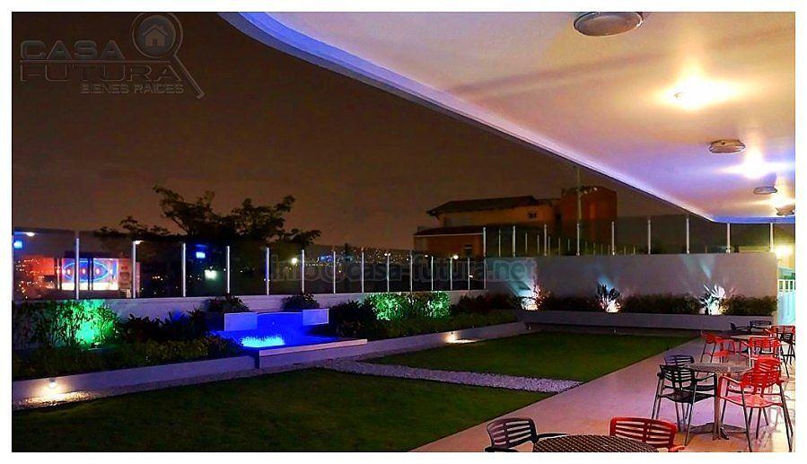 7 de 28: Area social con terraza vista nocturna