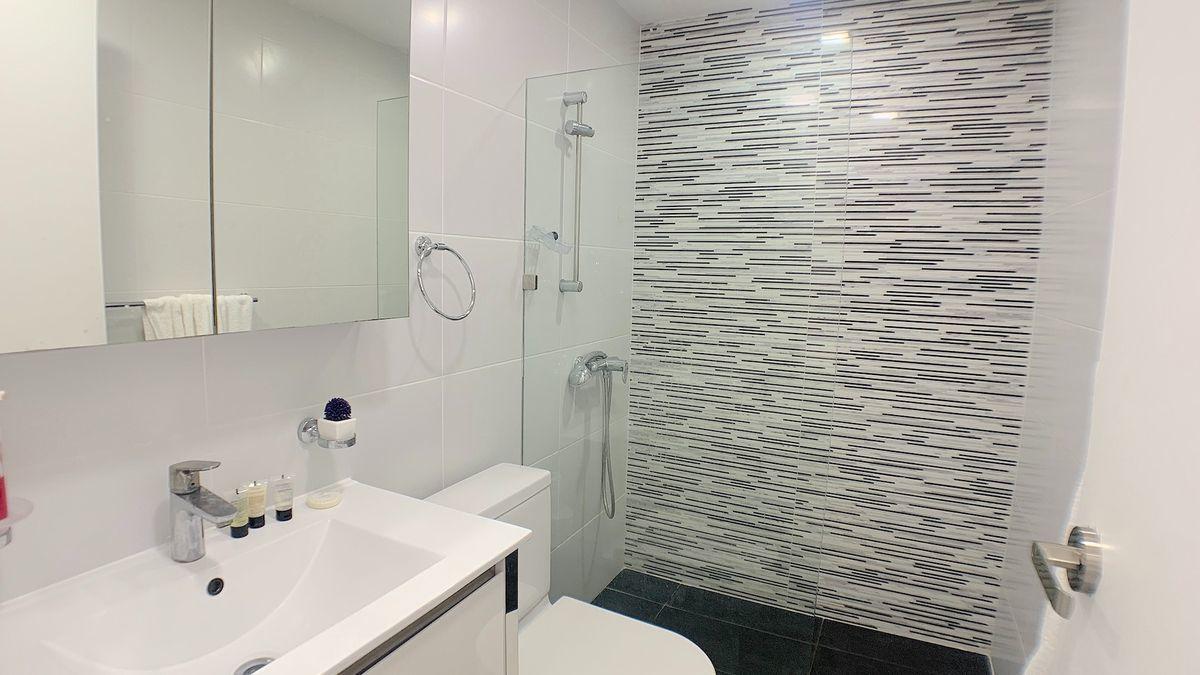11 de 18: Baño habitación principal