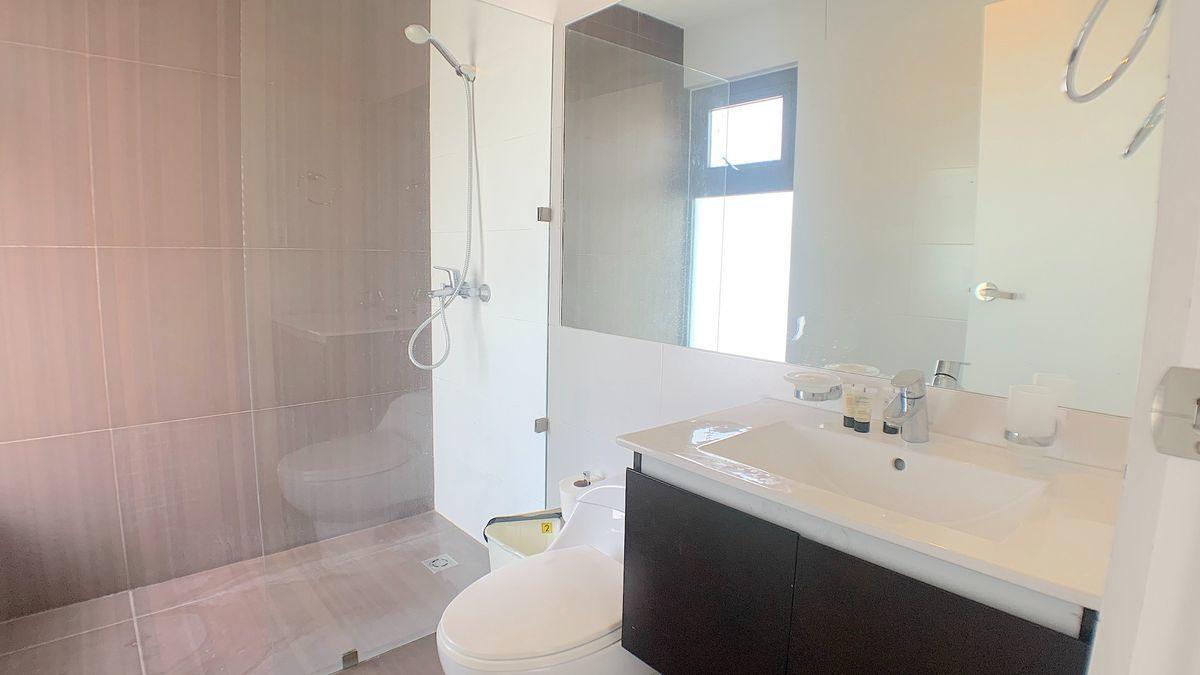 13 de 18: Baño habitación secundaria