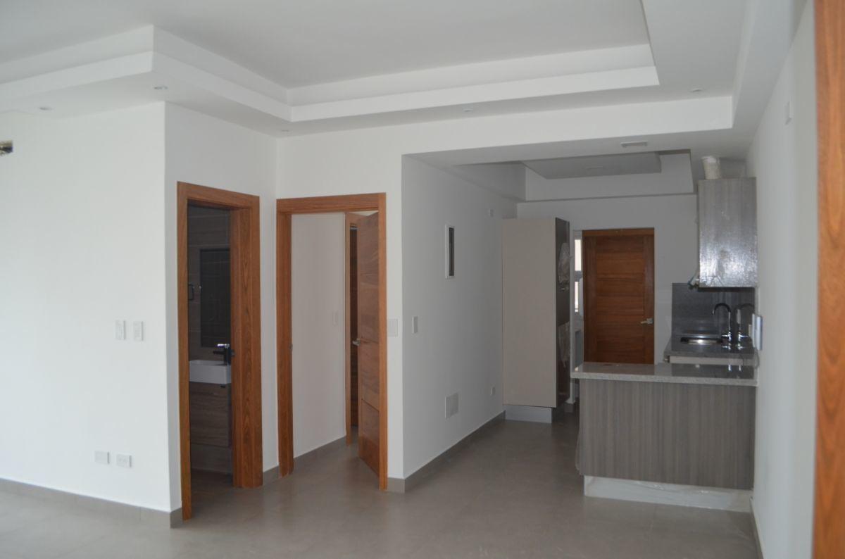 9 of 18: Vista a cocina , baño de visita y puerta de la habitación