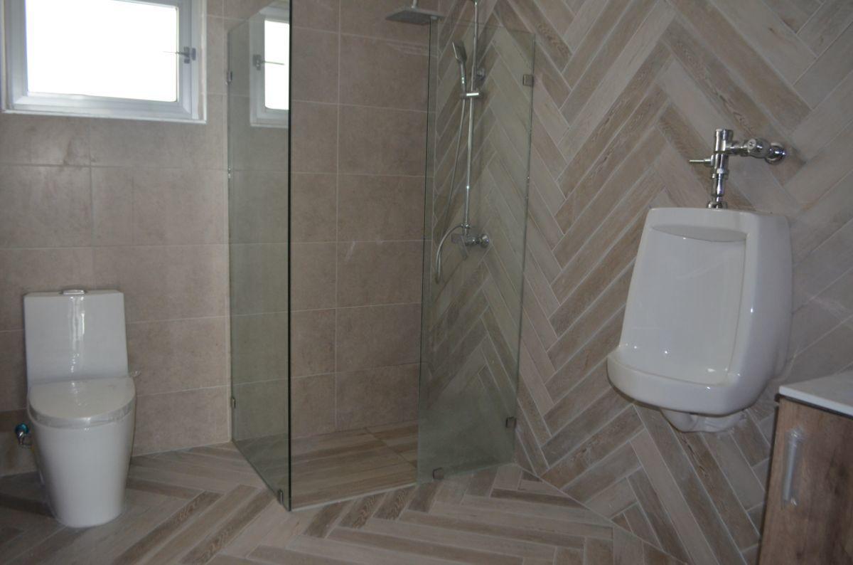 12 of 18: Baño área social baño Hombres
