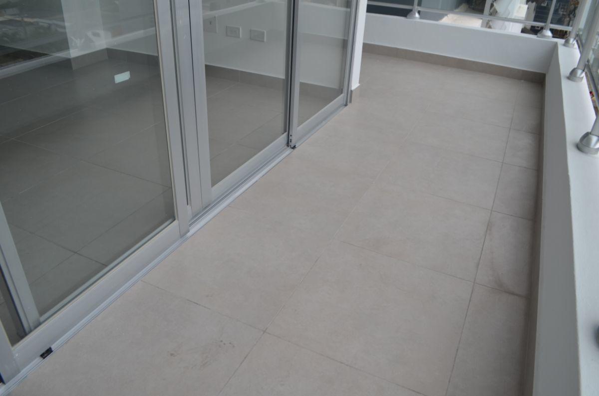 10 of 18: Balcón del apartamento