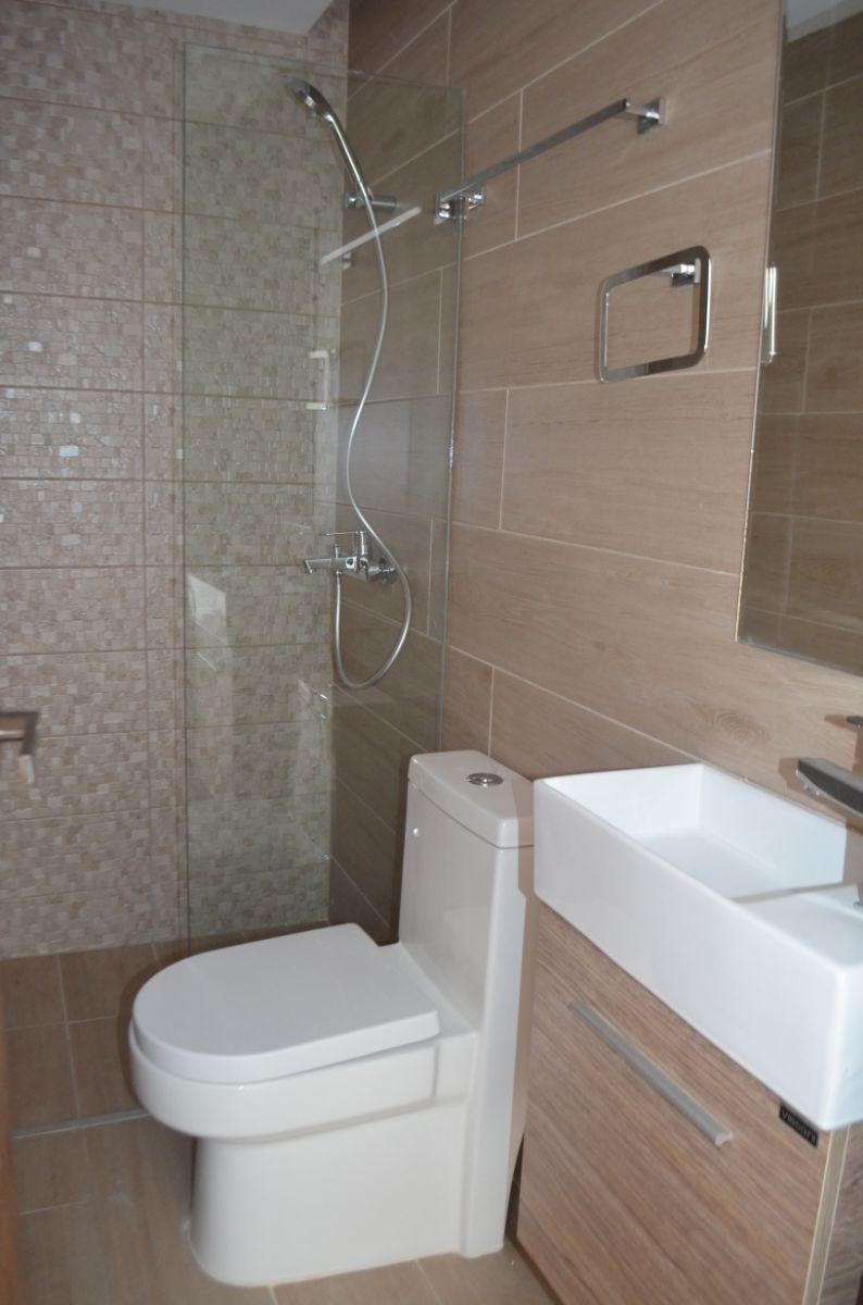 18 of 18: Baño de visita (es un baño completo)