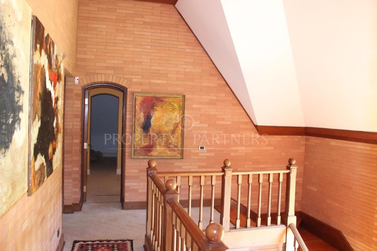 13 de 19: Pasillo Segundo piso
