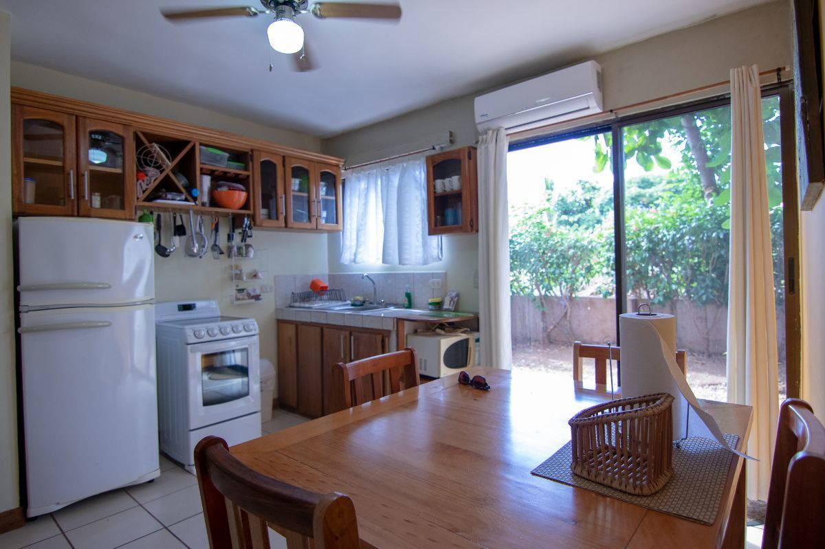 3 of 13: Convenient kitchen / dining area