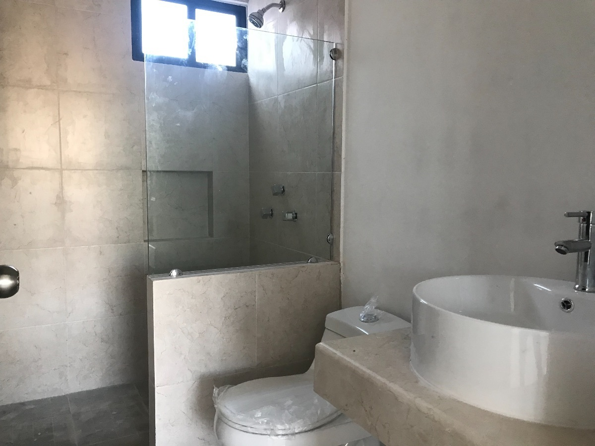 18 de 21: baño principal