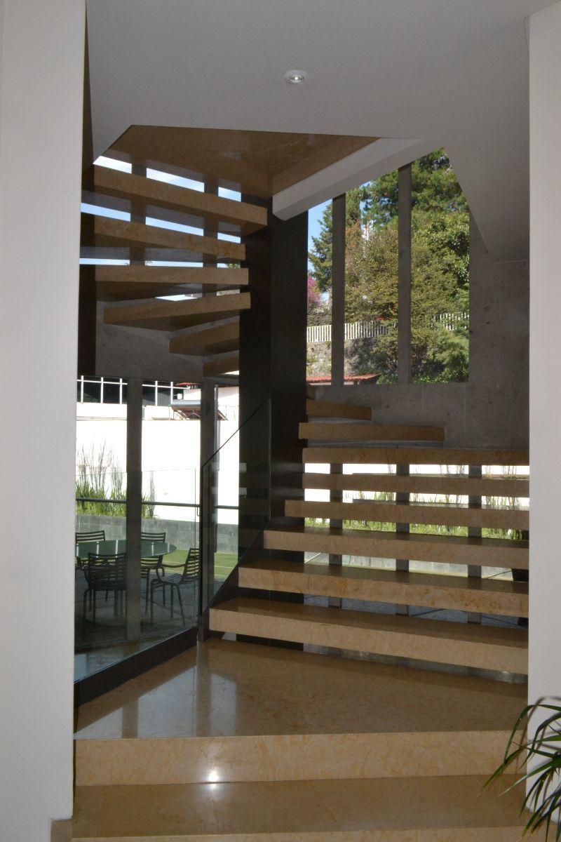 17 de 46: Escaleras a segundo nivel