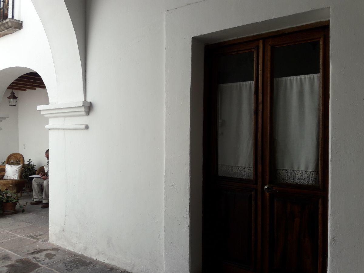 3 de 48: Vista entrada recibidor y pórtico