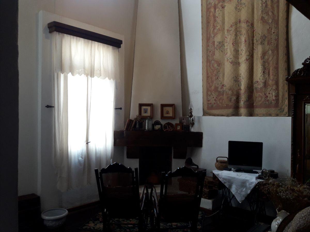 24 de 48: Vista chimenea suite 1 y ventanal