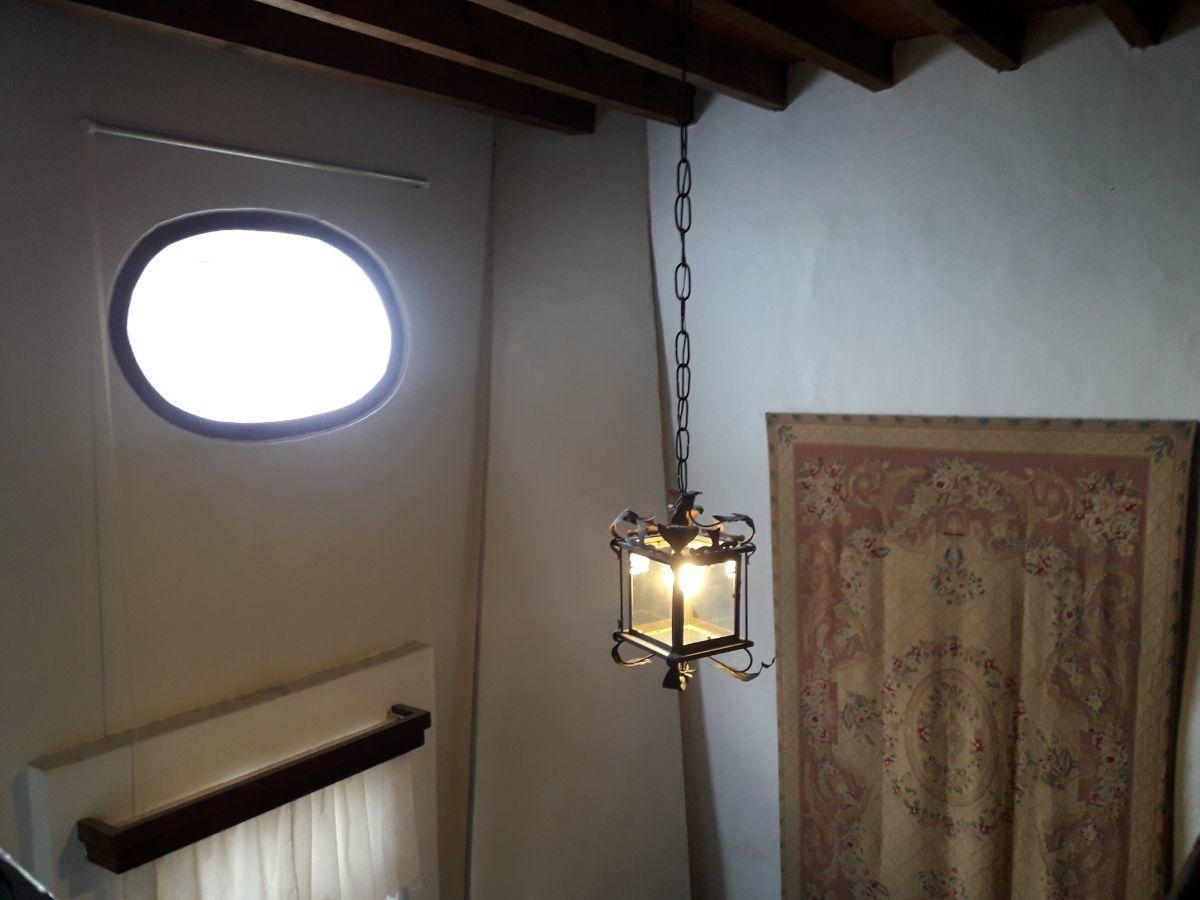 30 de 48: Vista desde el tapanco suite 1 iluminado con ojo de buey