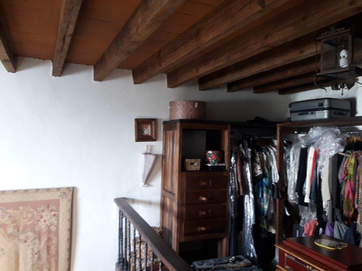 31 de 48: Tapanco - vestidor suite 1
