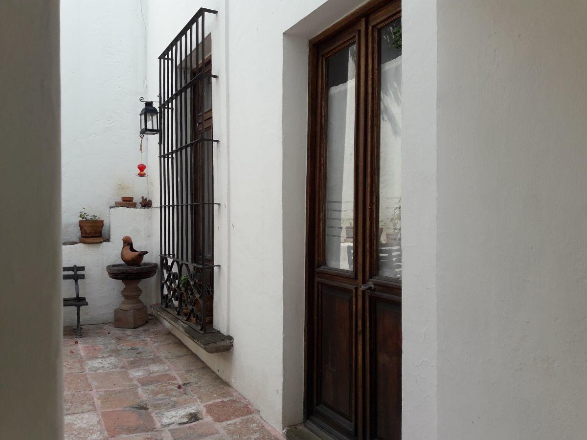 35 de 48: Vista puerta acceso suite 1  y balcón con herrería fierro fo