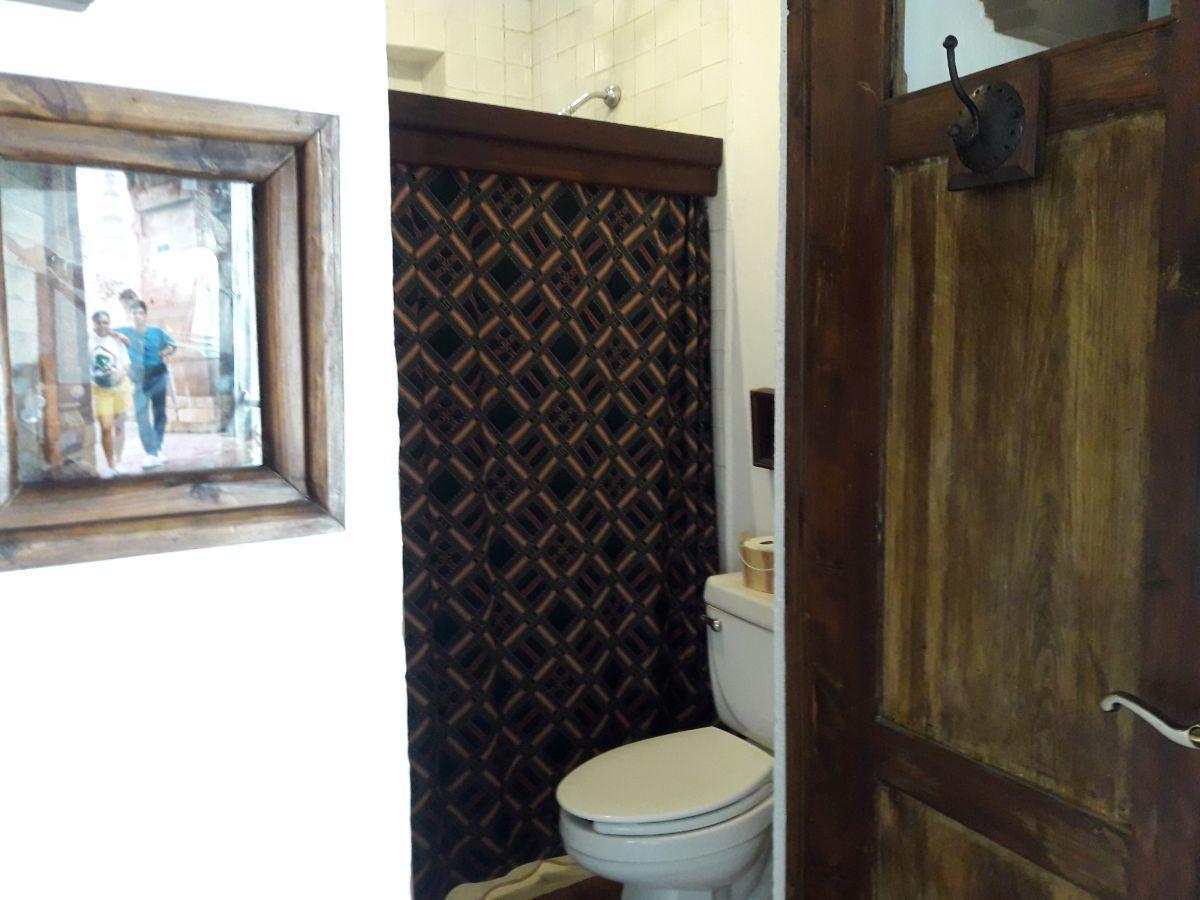 38 de 48: Baño suite 2