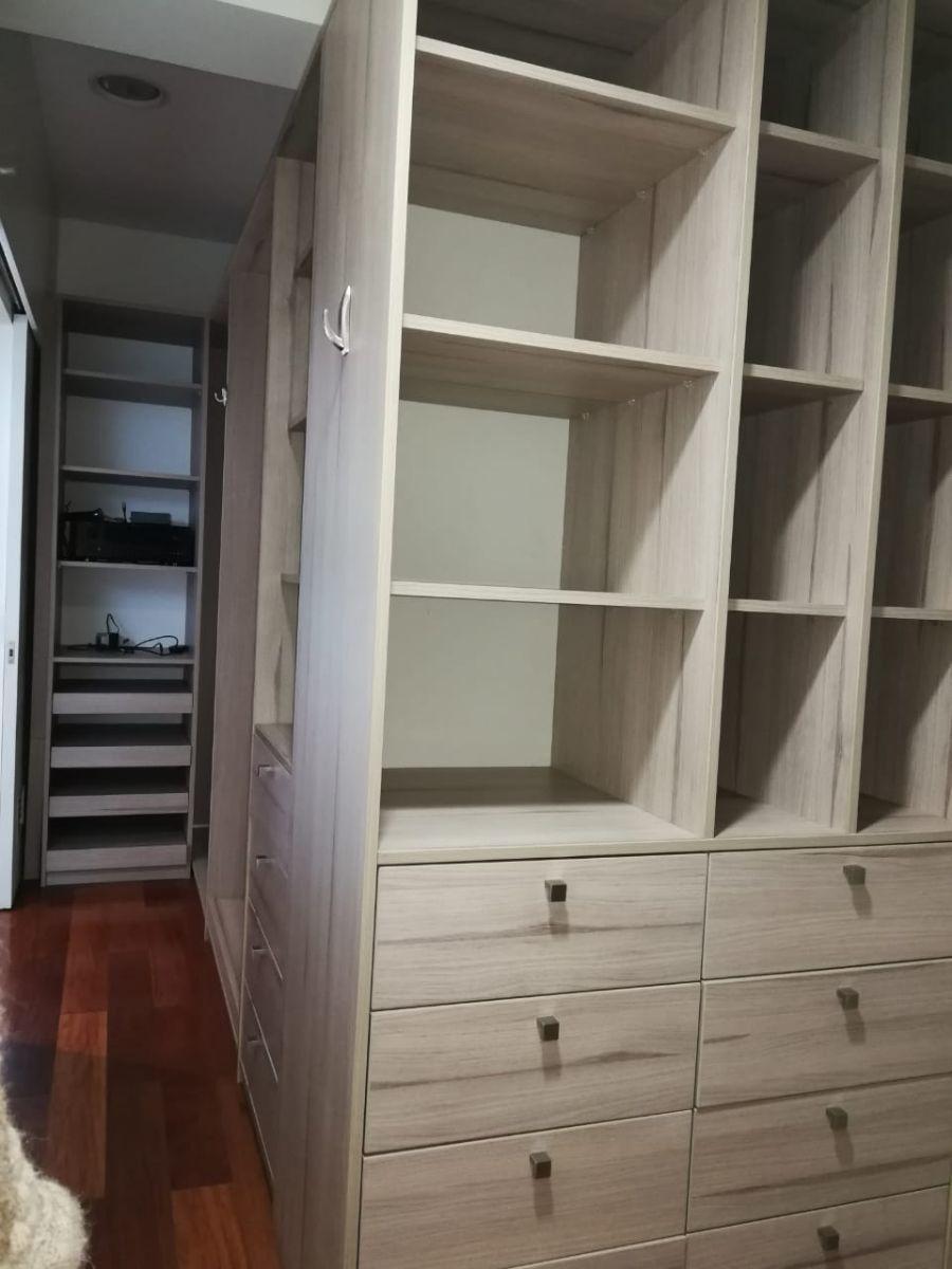 16 de 18: amplio walk-in-closet