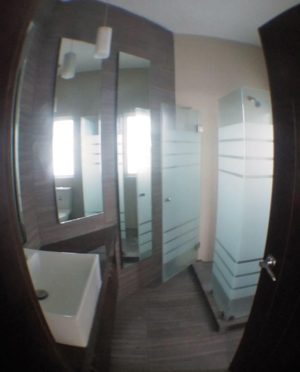 15 de 17: baño principal