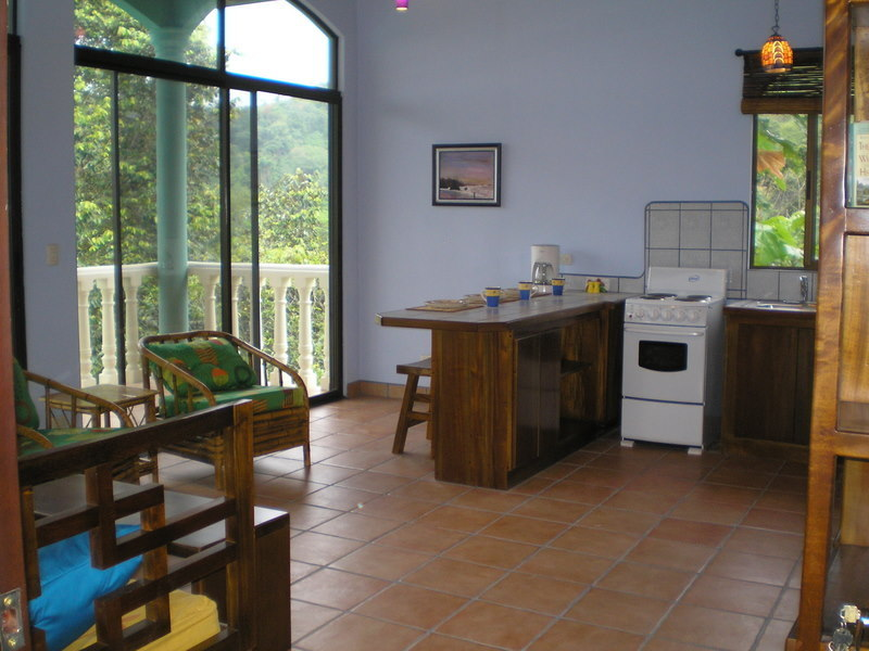 25 de 31: Villas all have same kitchen.