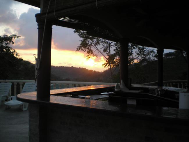 1 de 31: Sunset from bar/outdoor kitchen