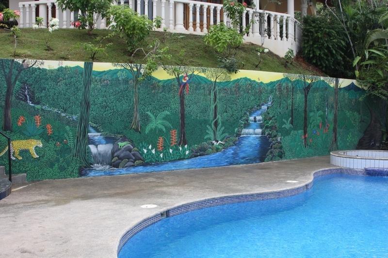 4 de 31: Pool and Mural