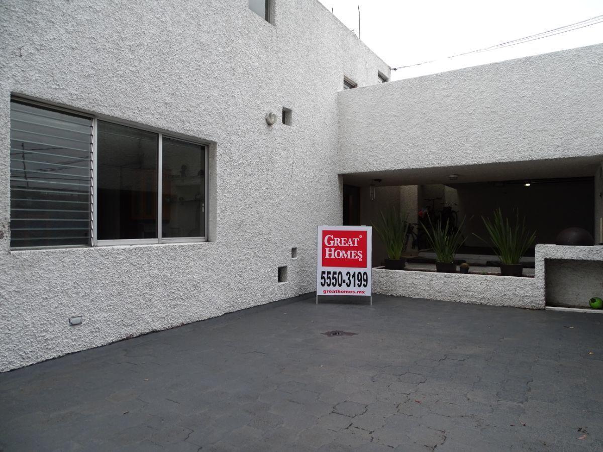 5 de 22: Estacionamiento abierto y techado