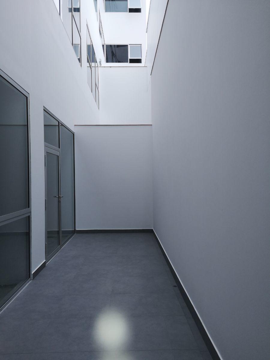 4 de 15: Salida a un terracita rectangular que da un respiro