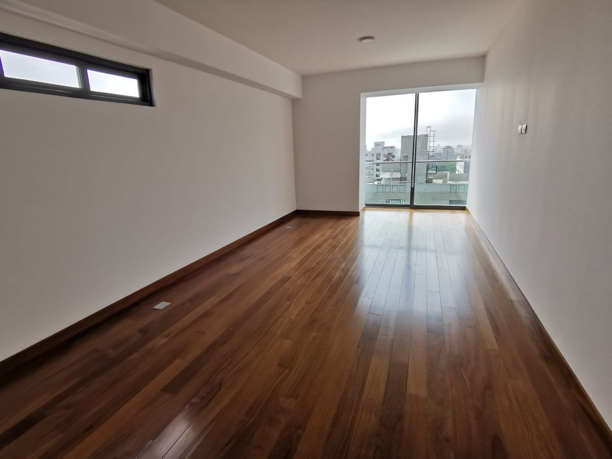 18 de 33: El quinto dormitorio secundario al final del departamento