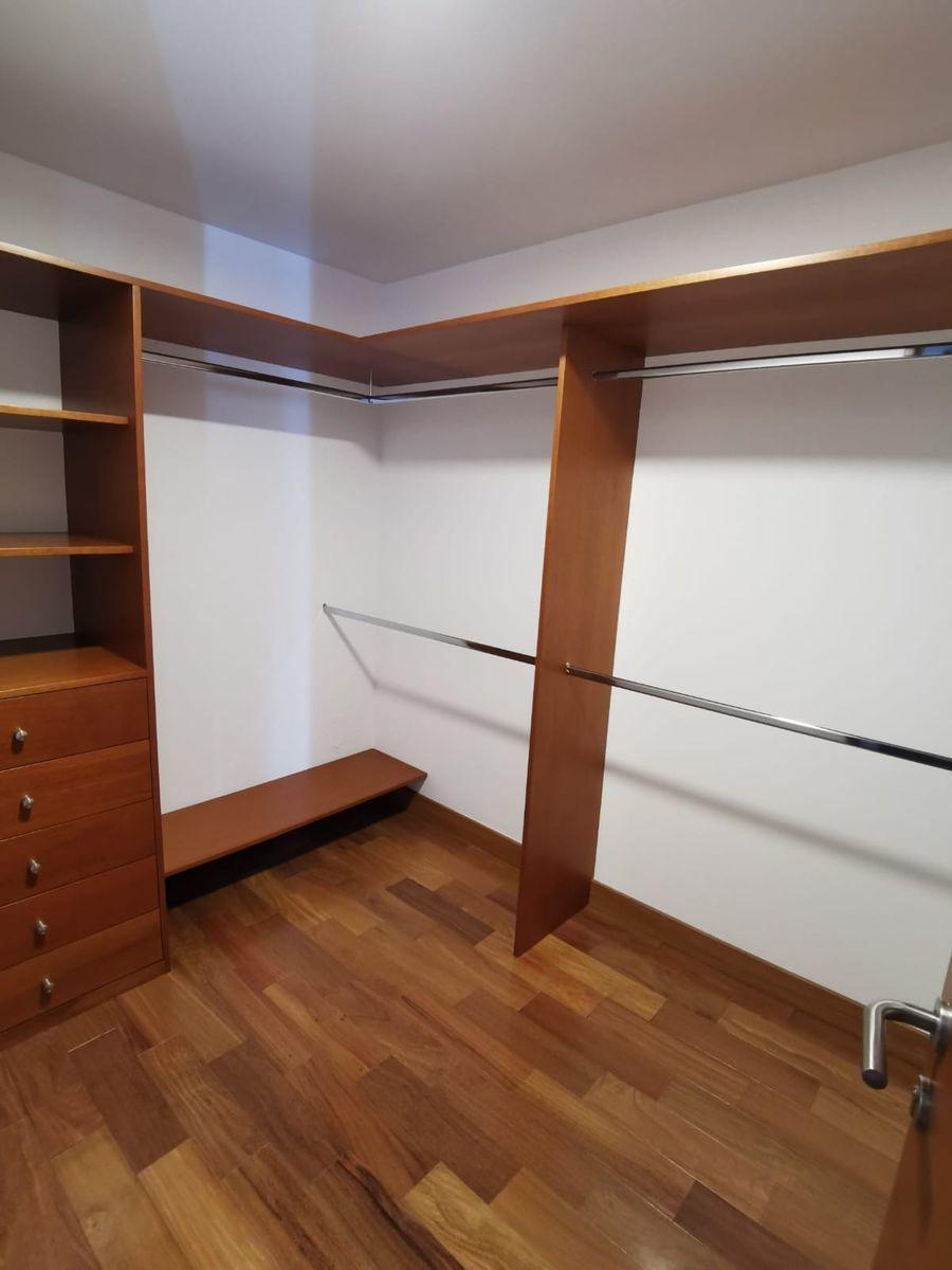 29 de 33: 4 dormitorios  cuentan con walk-in closet