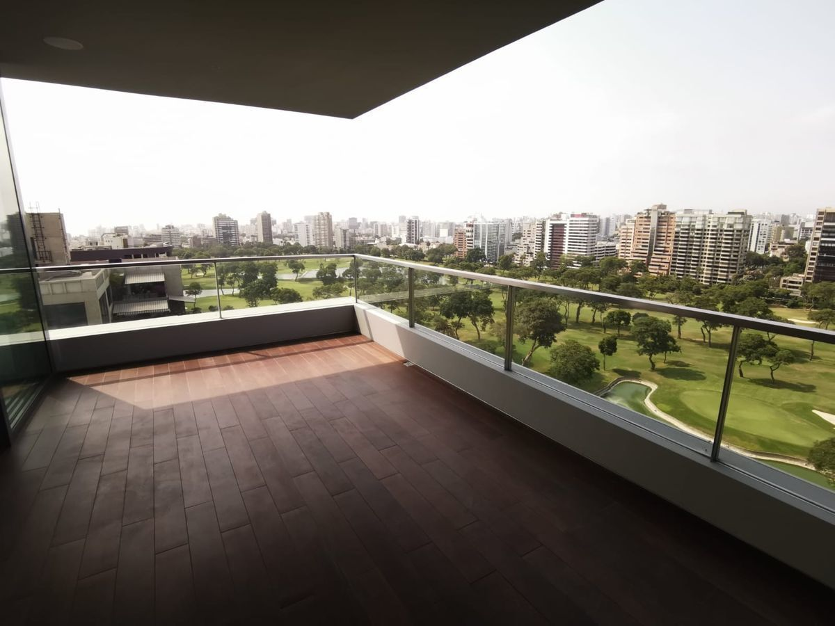12 de 33: Maravillosa Terraza con vista  completa al Golf San Isidro.