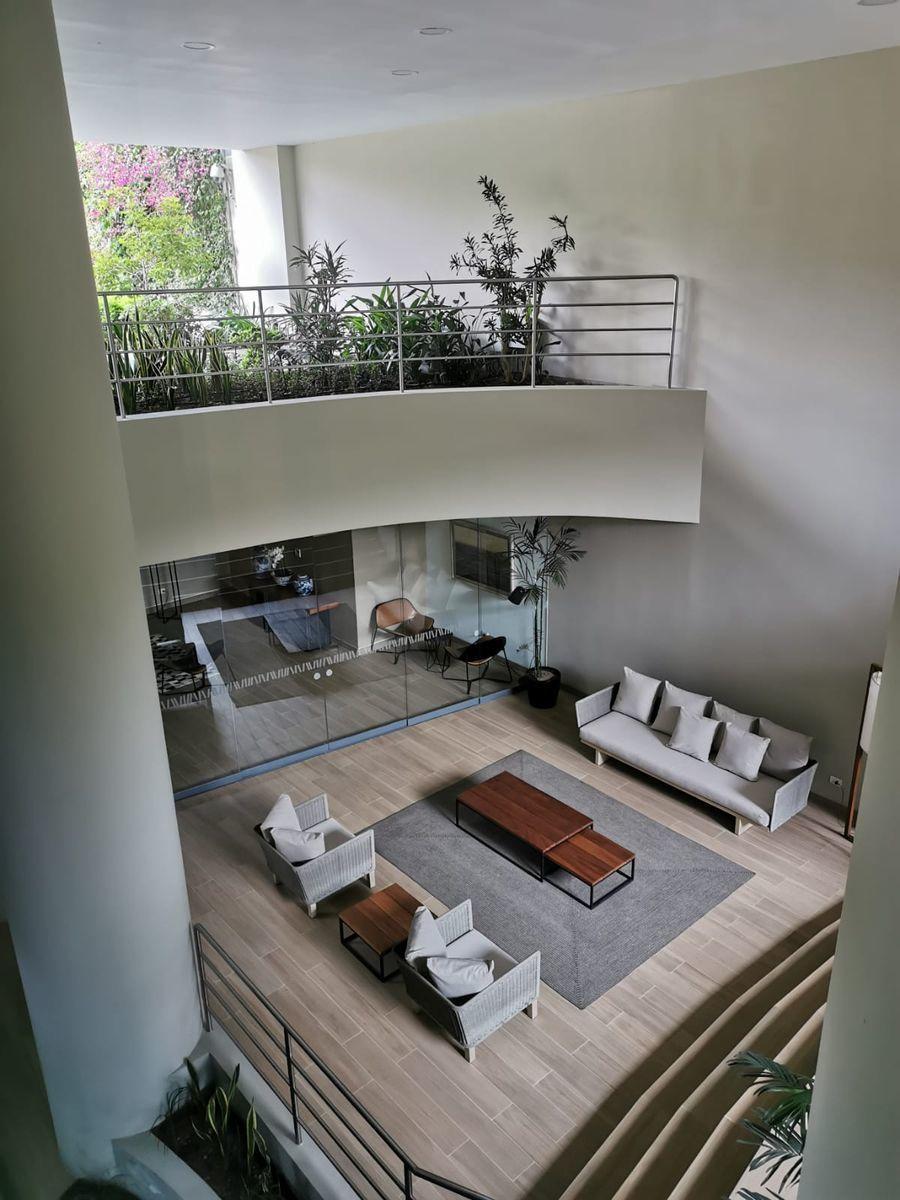 4 de 33: Varias salas de estar en las áreas comunes para recibir