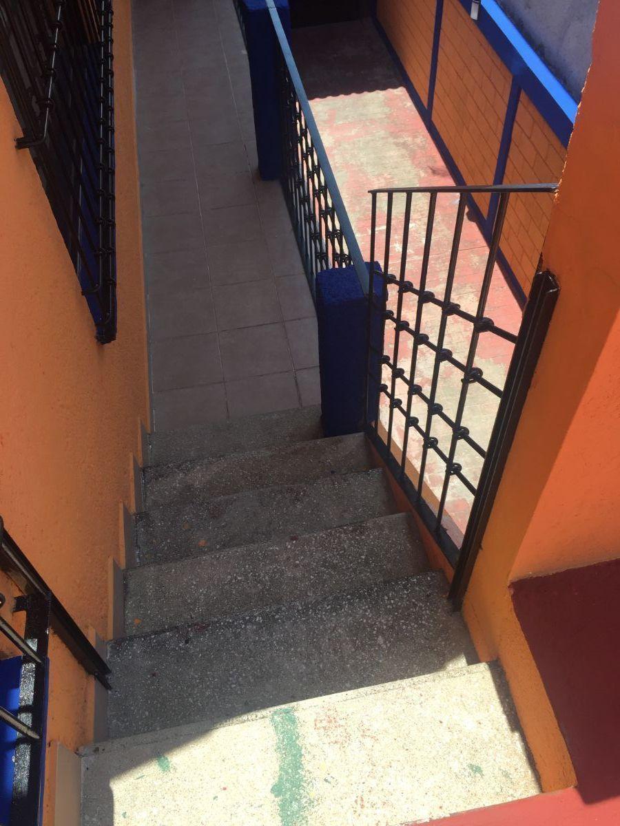 13 de 23: Escalera a Terraza