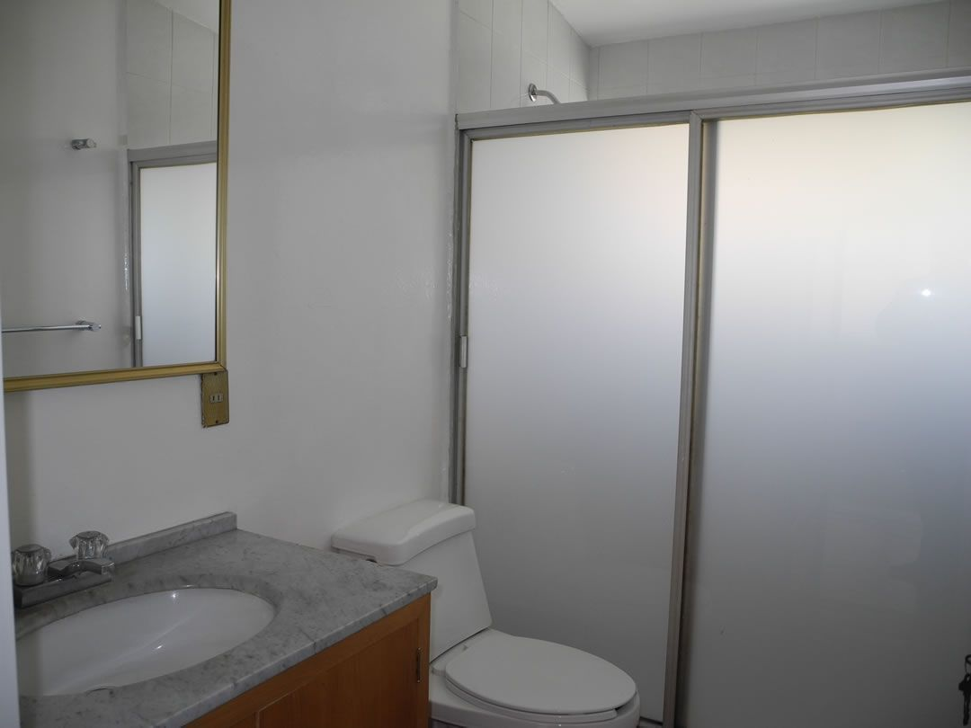 12 de 16: Uno de los baños en planta alta