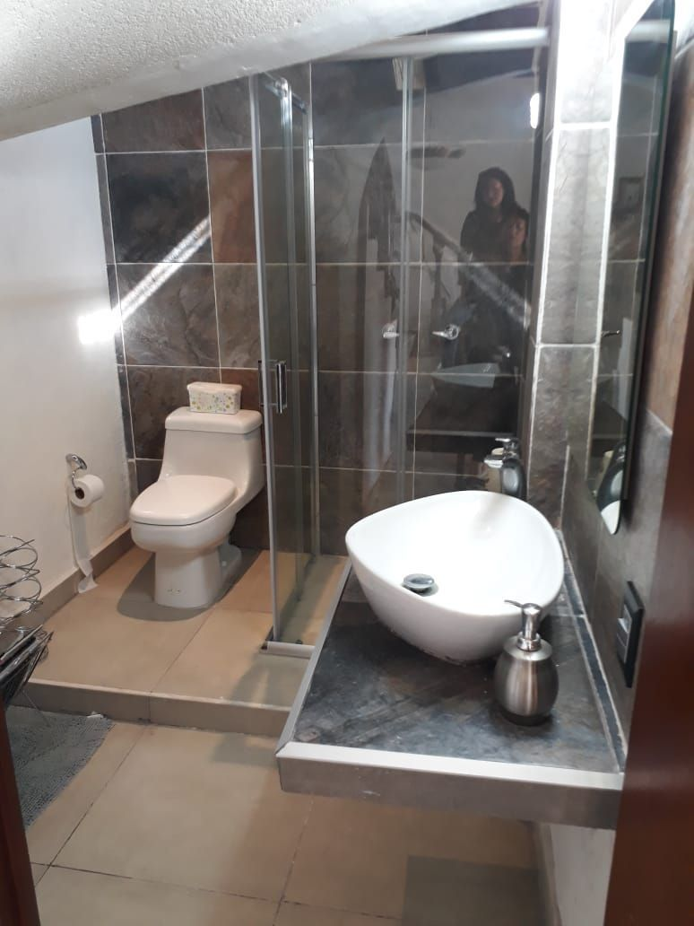 22 de 34: Baño completo en primer piso