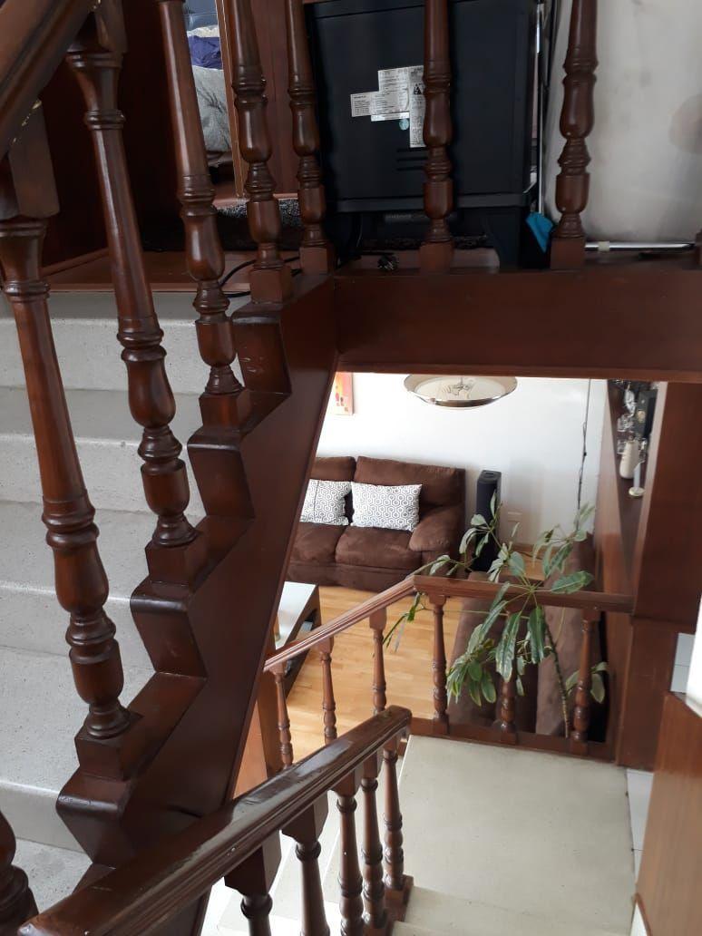 24 de 34: Escaleras para subir a tercer nivel