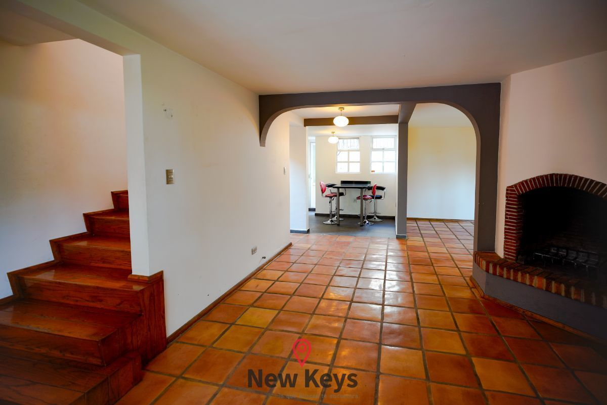 11 de 46: Acceso a chimenea cocina y escalera para segundo nivel