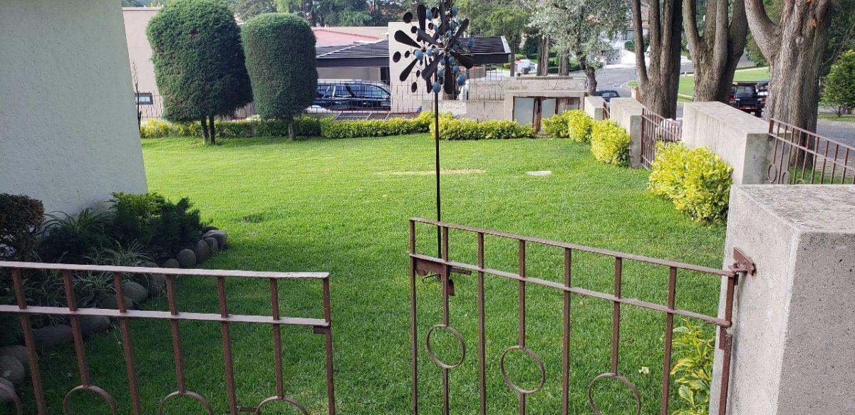4 de 12: entrada a jardin