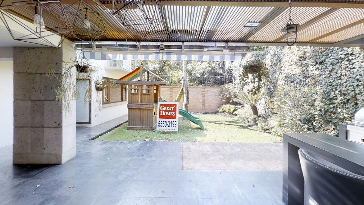 1 de 27: Terraza que se integra al jardín