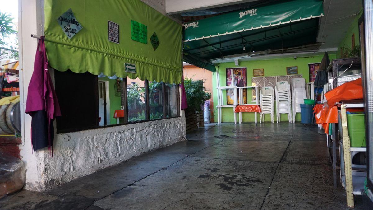 11 de 11: Patio de la entrada 2.