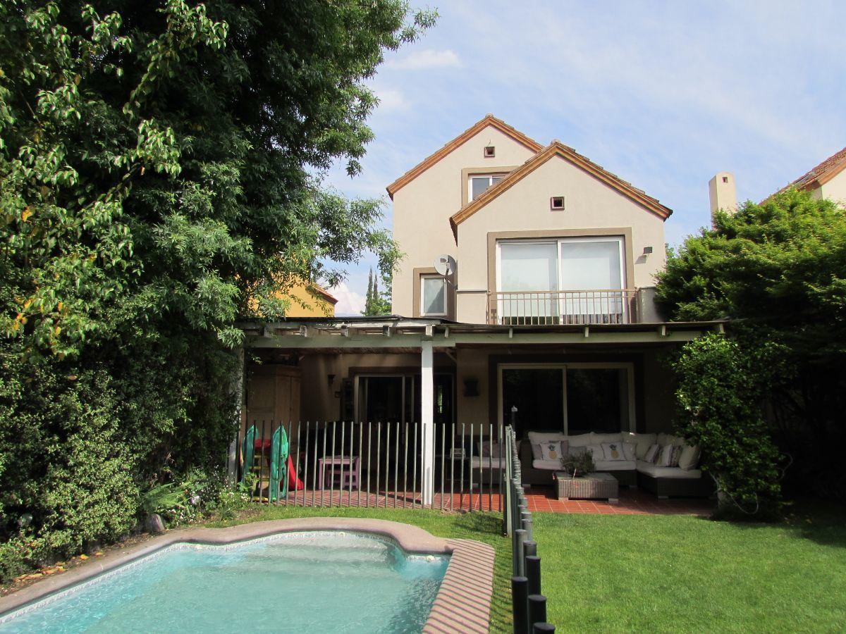 1 de 24: Vista casa desde piscina