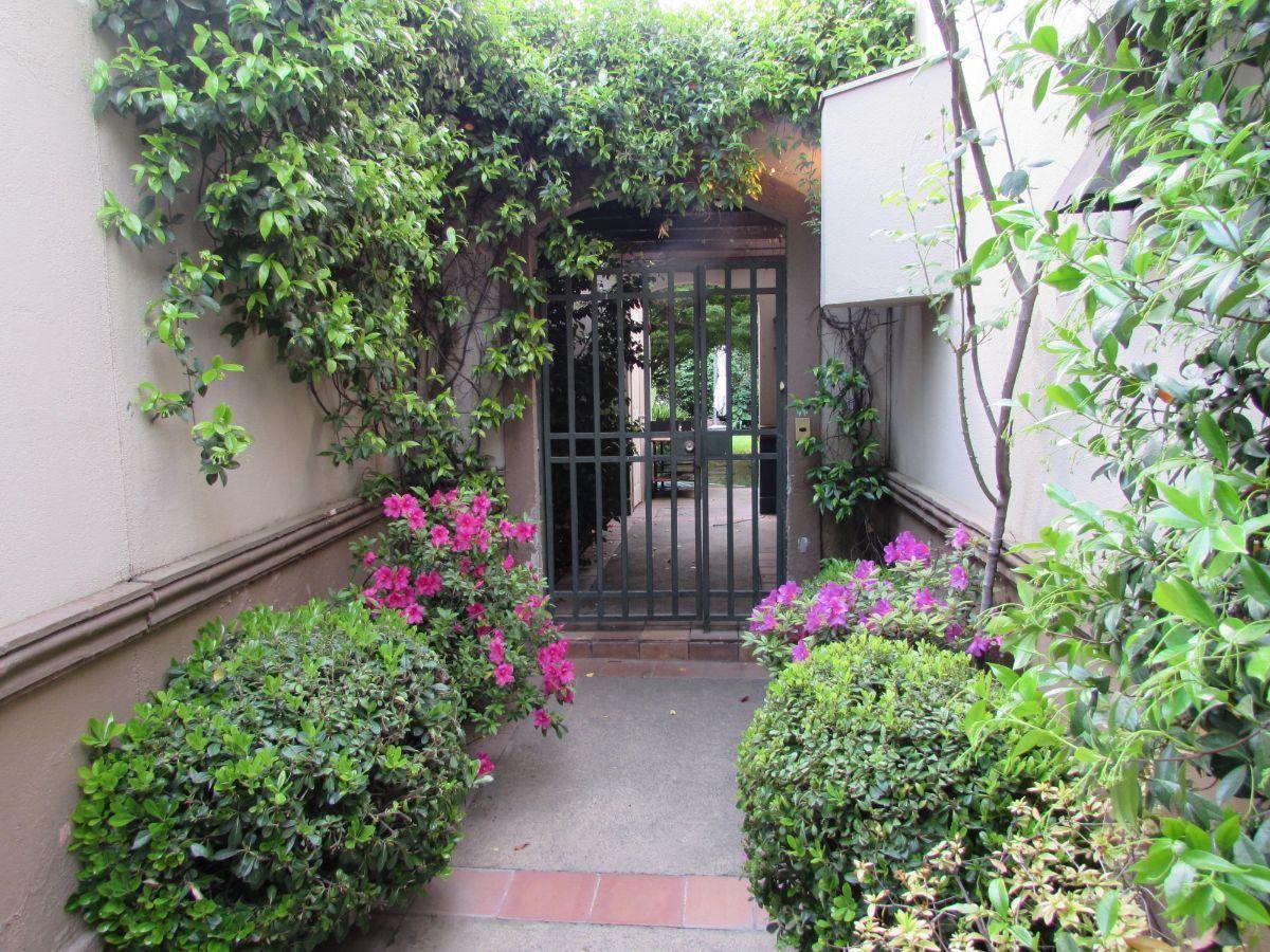 24 de 24: Jardín acceso casa