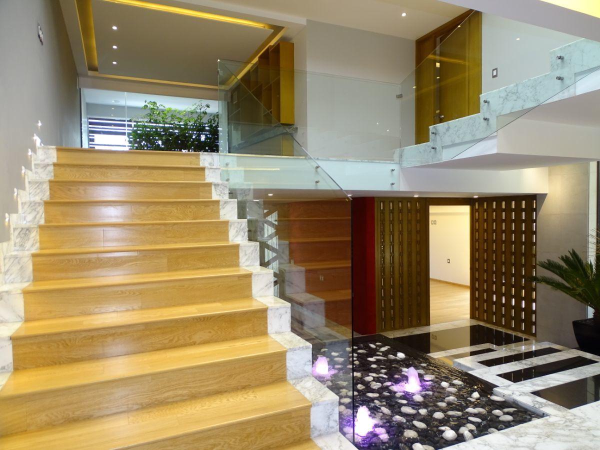 5 de 35: Escalera al segundo nivel