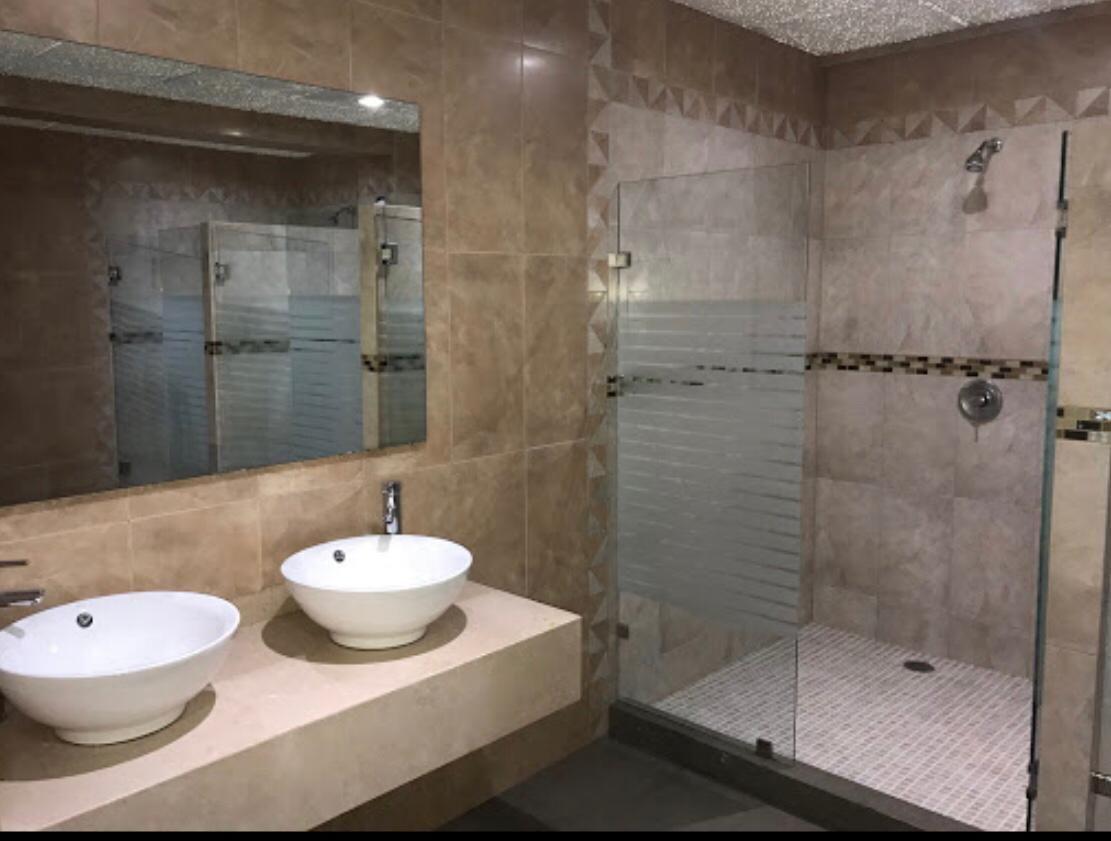 26 de 28: baños-vestidor alberca