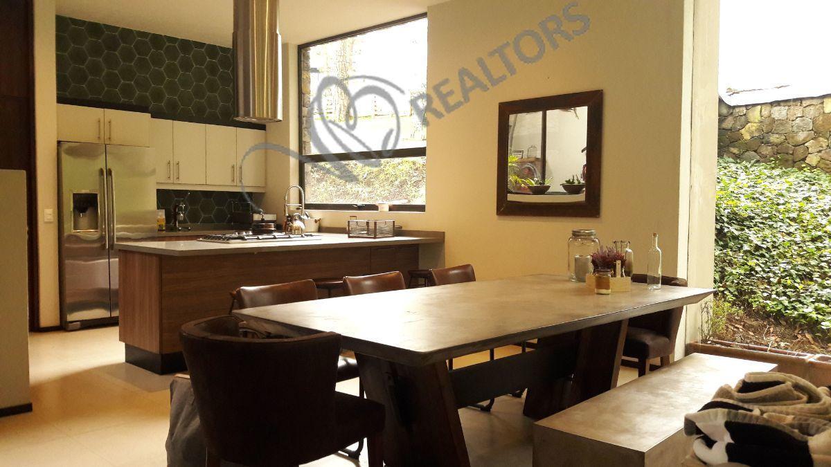21 de 42: Comedor interior y cocina