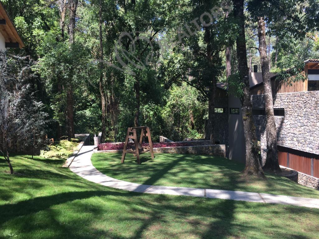 39 de 42: Jardín frente y lateral